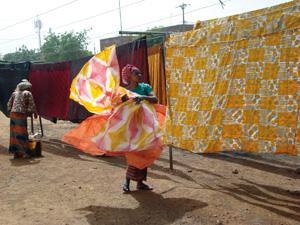 Atelier de teinture de basin à Bamako. Mali.