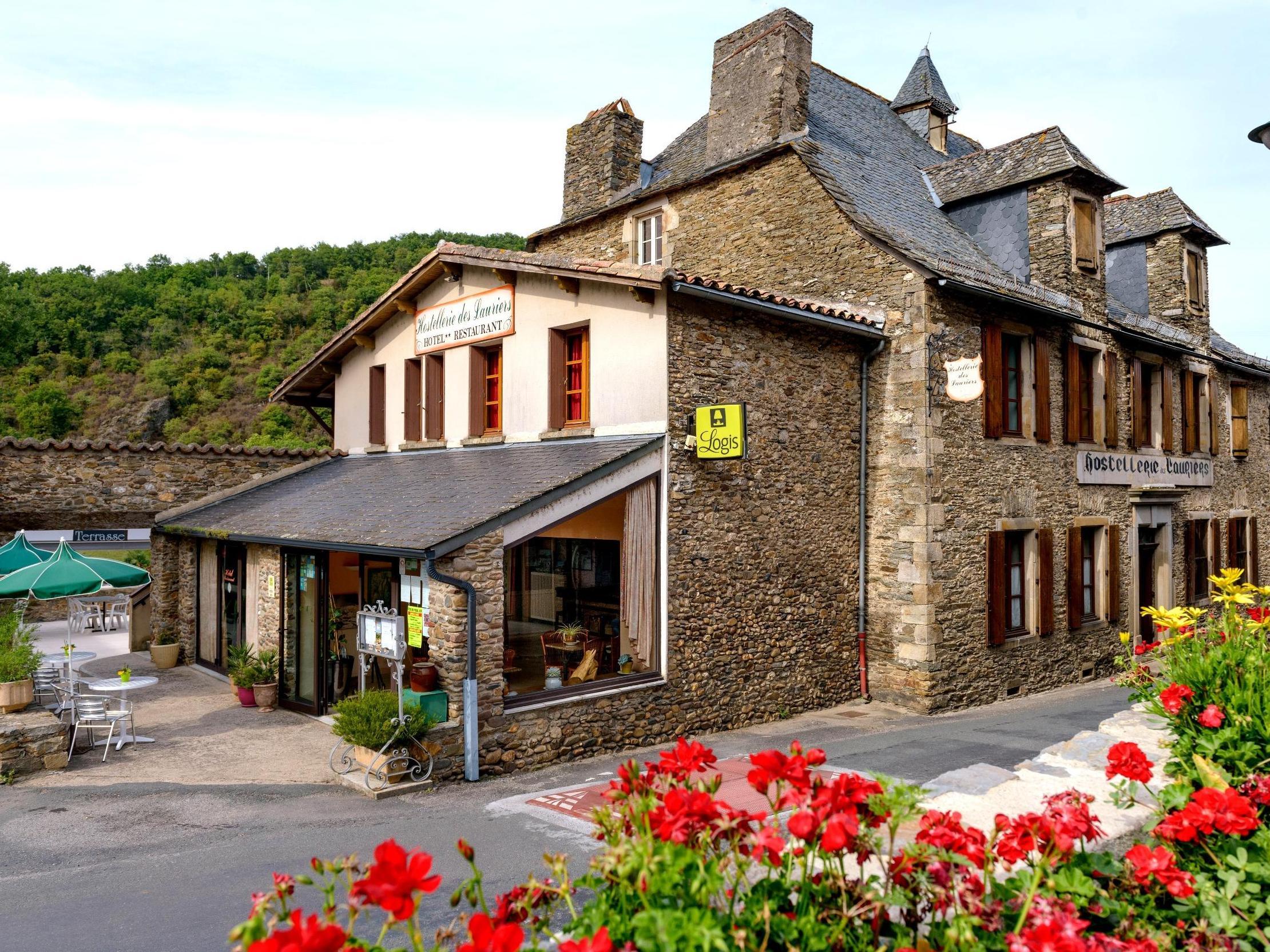 hostellerie-des-lauriers-facade-villeneuve-sur-tarn-144648