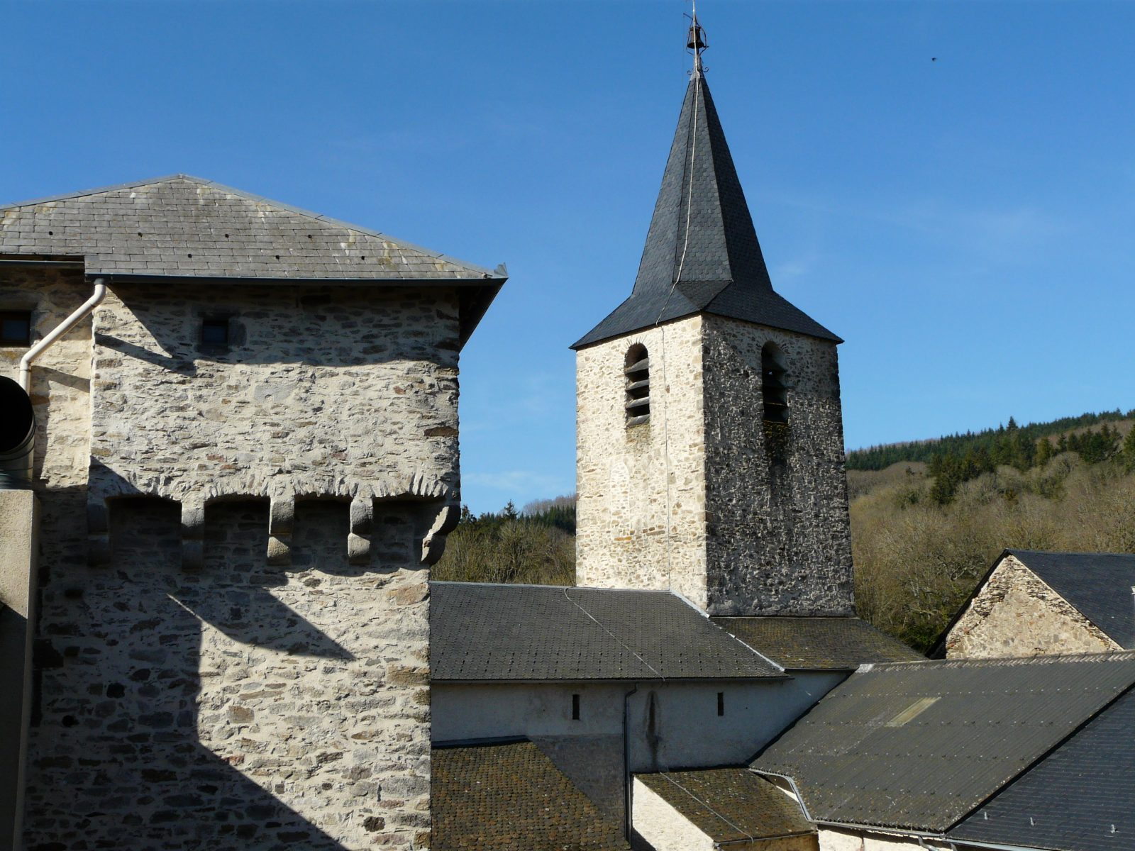 Tour et église de Nages