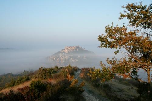 Cordes sur Ciel sous la brume 12