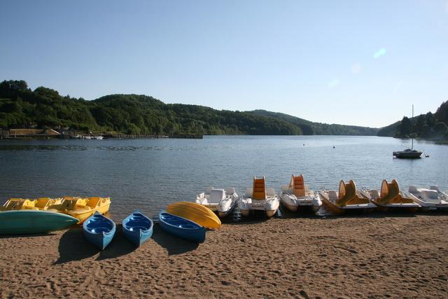 Pédalos et canoes Lac du Laouzas_Nages