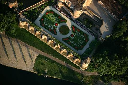 Jardin du Palais de la Berbie à Albi vue aérienne et berges du Tarn