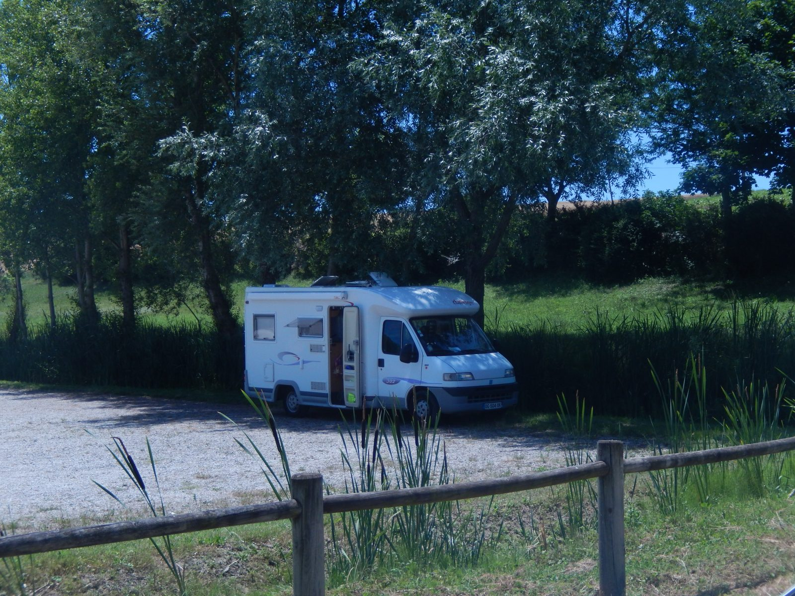 Borne de Services et Aire de Stationnement Camping-Car de Lautrec