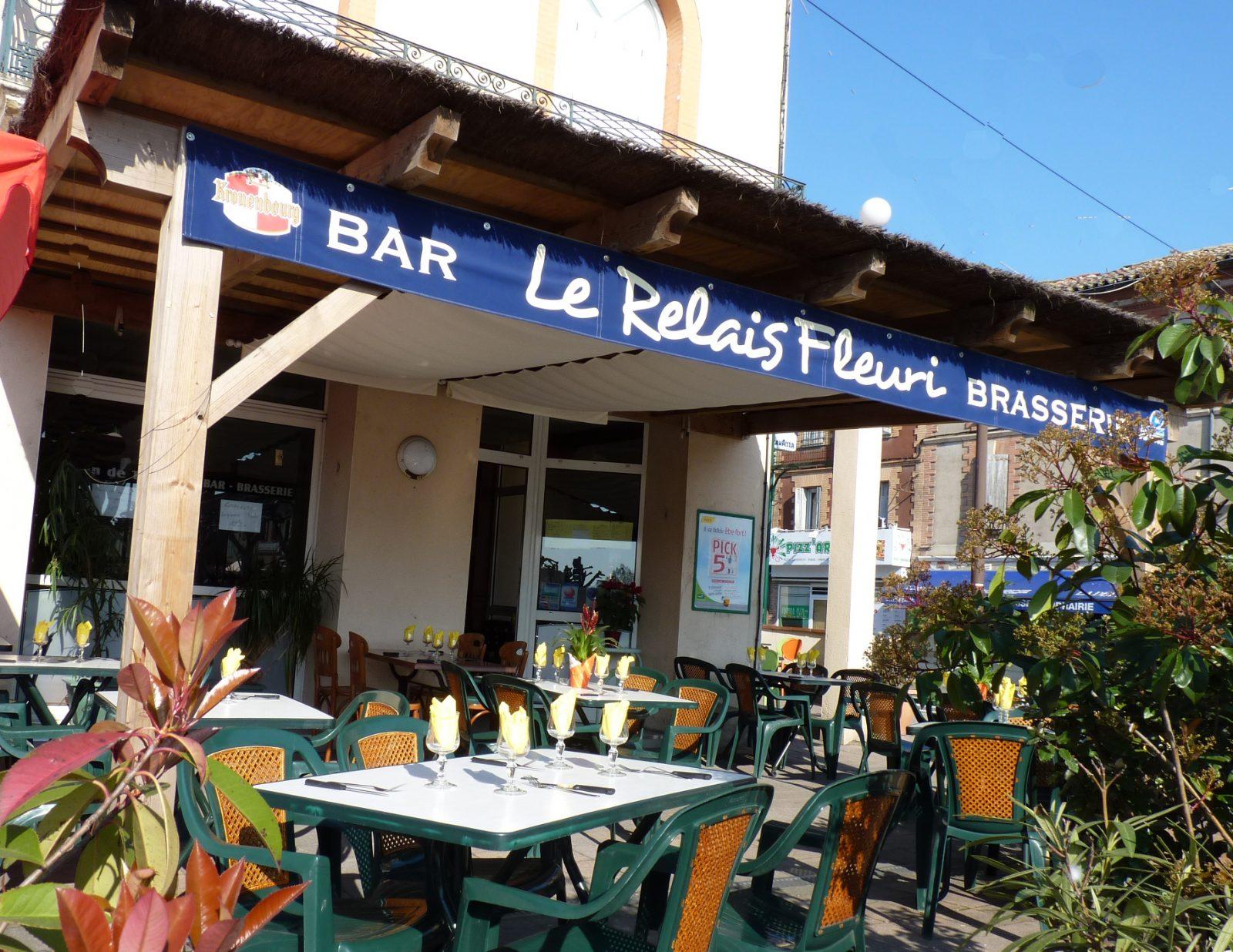 Terrasse extérieure Bar Brasserie du Relais fleuri Saint Sulpice Tarn