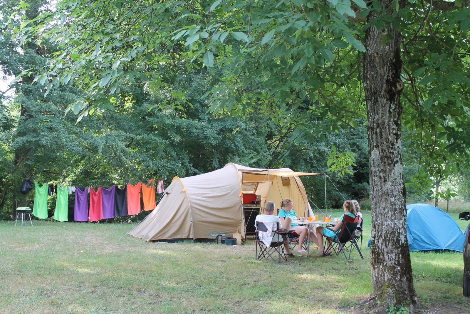 Monesties Camping Prunettes