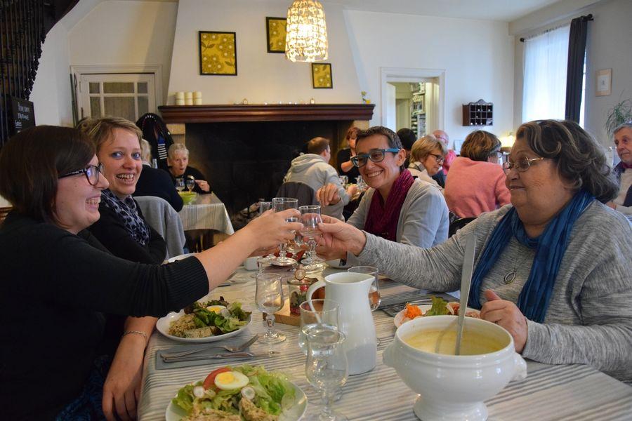 salle restaurant café de paris brassac