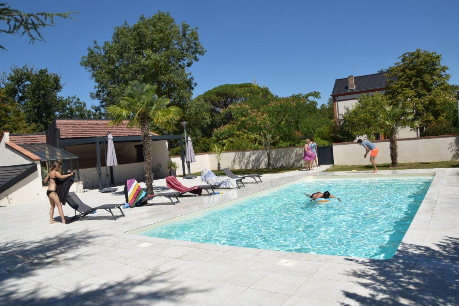 Domaine d'En Fargou – Hôtel 4*- Piscine avec ses cabanes de plage- Saint-Sulpice Tarn