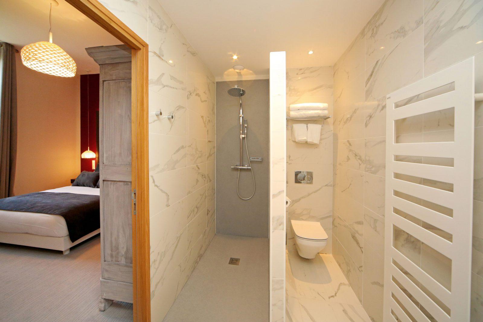 Domaine d'En Fargou – Hôtel 4* – Salle de bain chambre Lie de vin – Saint-Sulpice Tarn