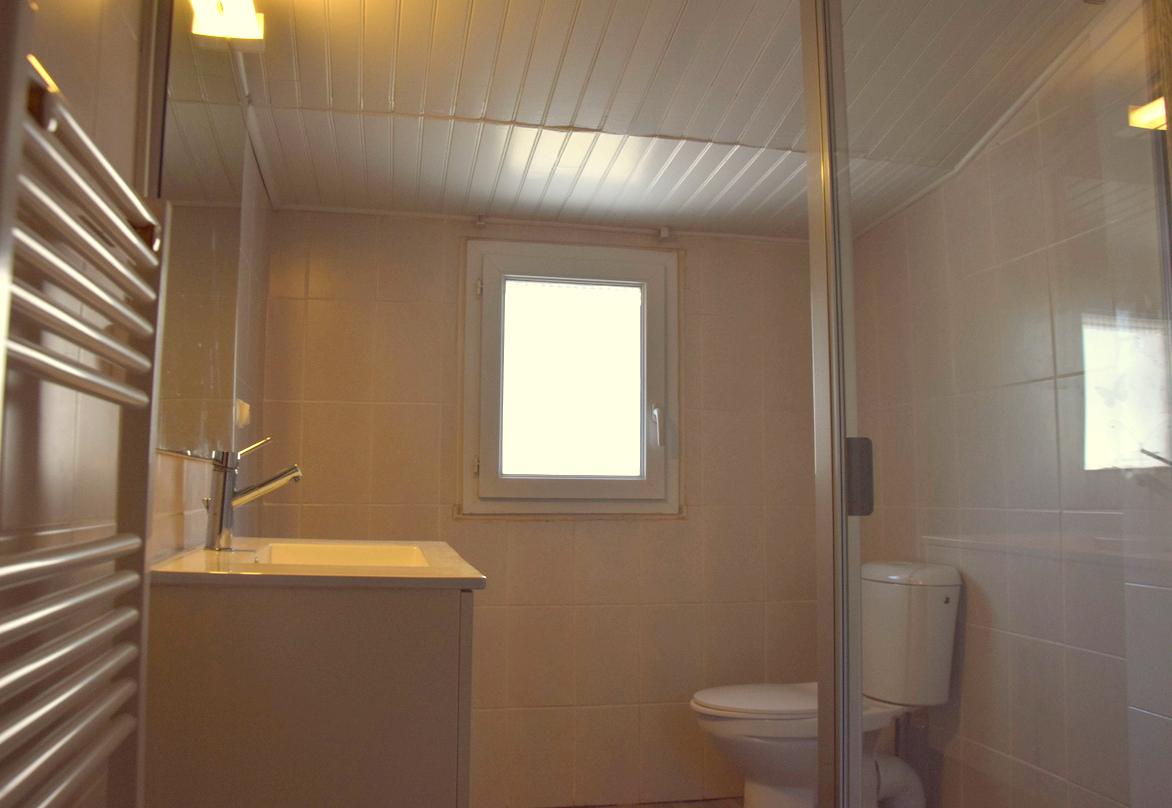 Salle d'eau étage Gite Bouisset Lasfaillades St Jacques