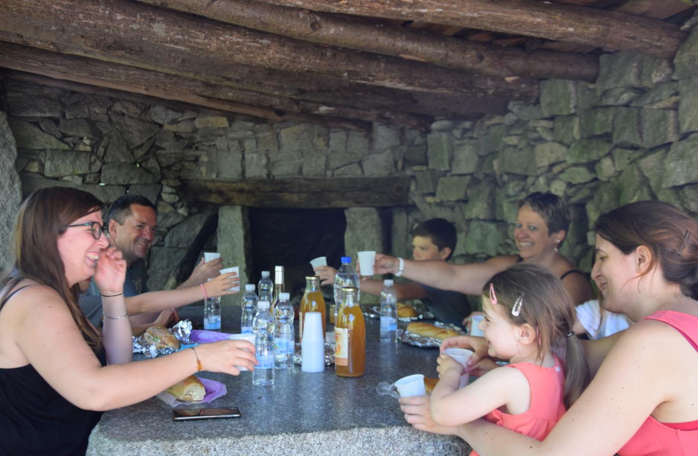 Cheminée/ barbecue Aire de pique-nique de Beyriès