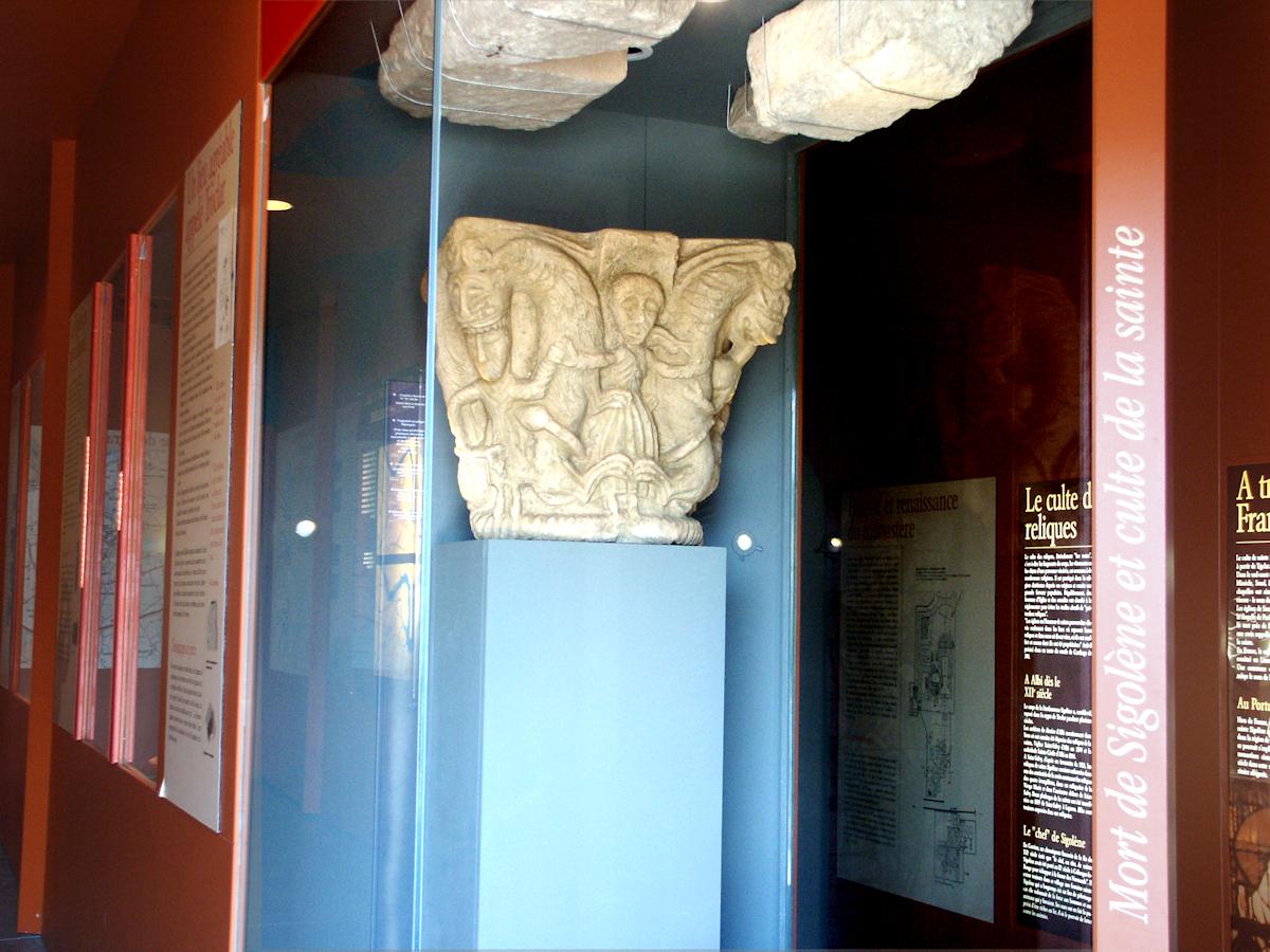 chapiteau roman