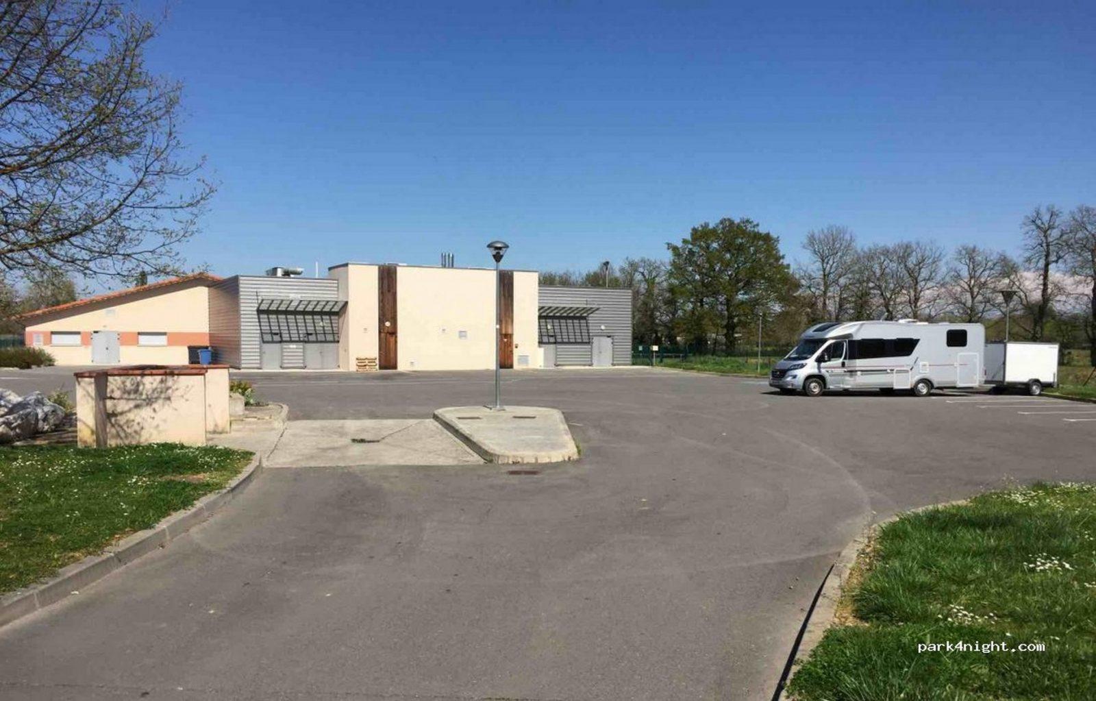 Borne de Services et Aire de Stationnement Camping-Car de Lavaur
