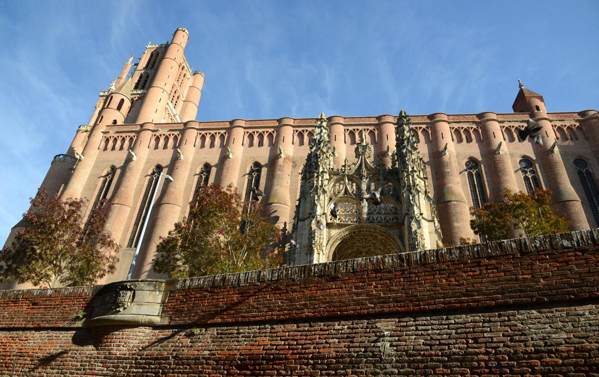 Cathedrale Albi contre plongée