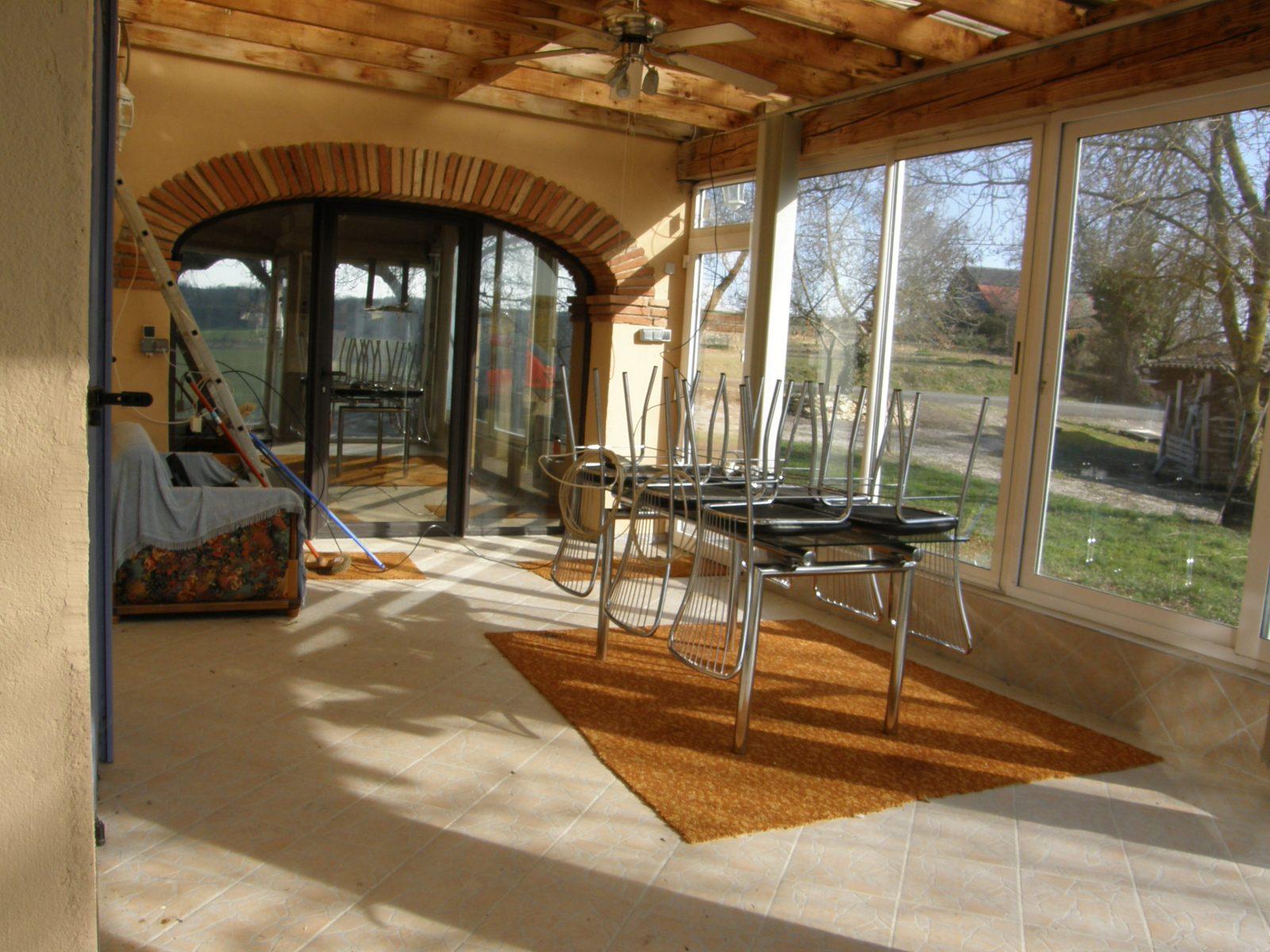 terrasse couverte acces au salon