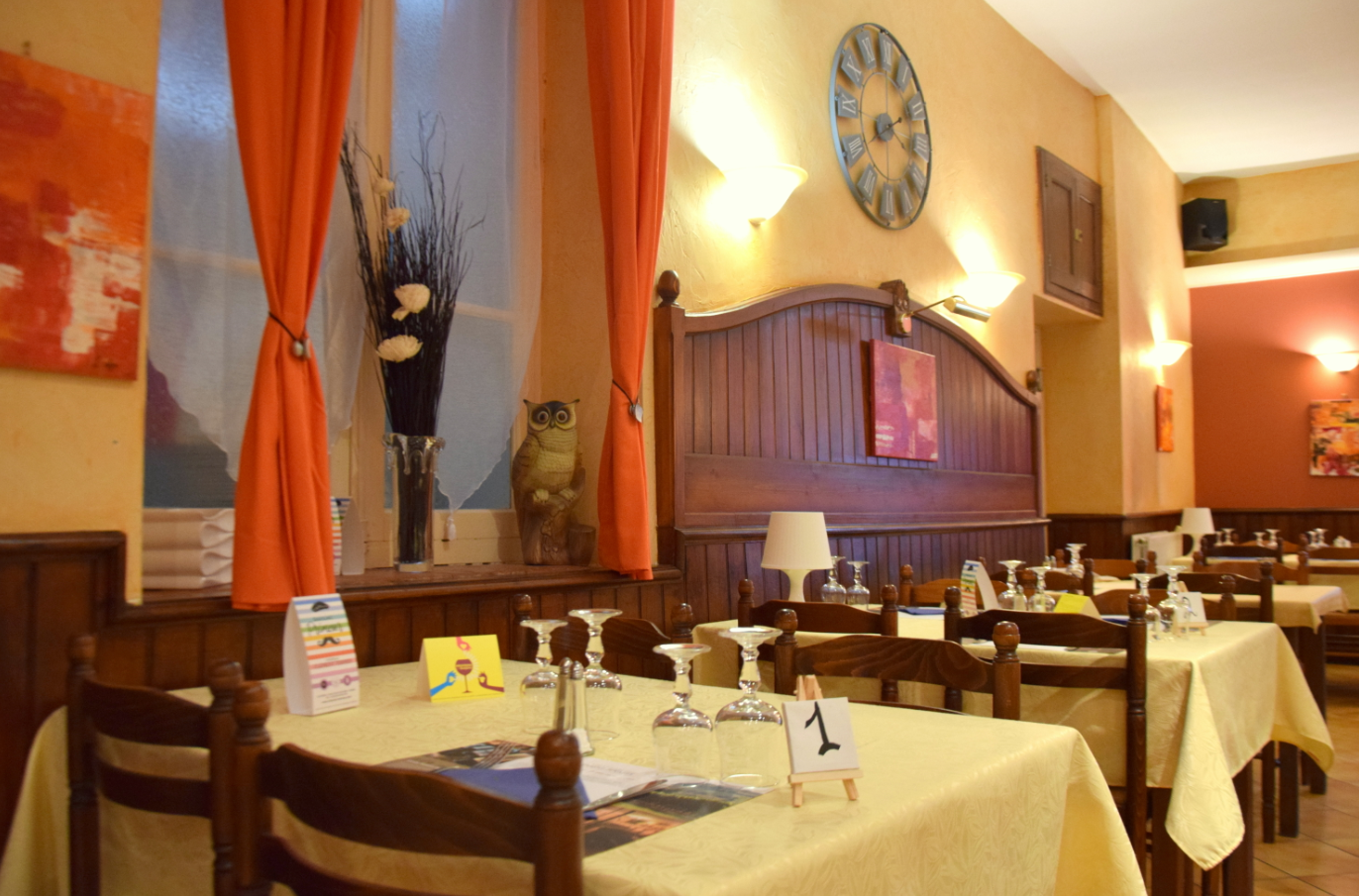 Grande salle restaurant la chaumière à Roquecourbe