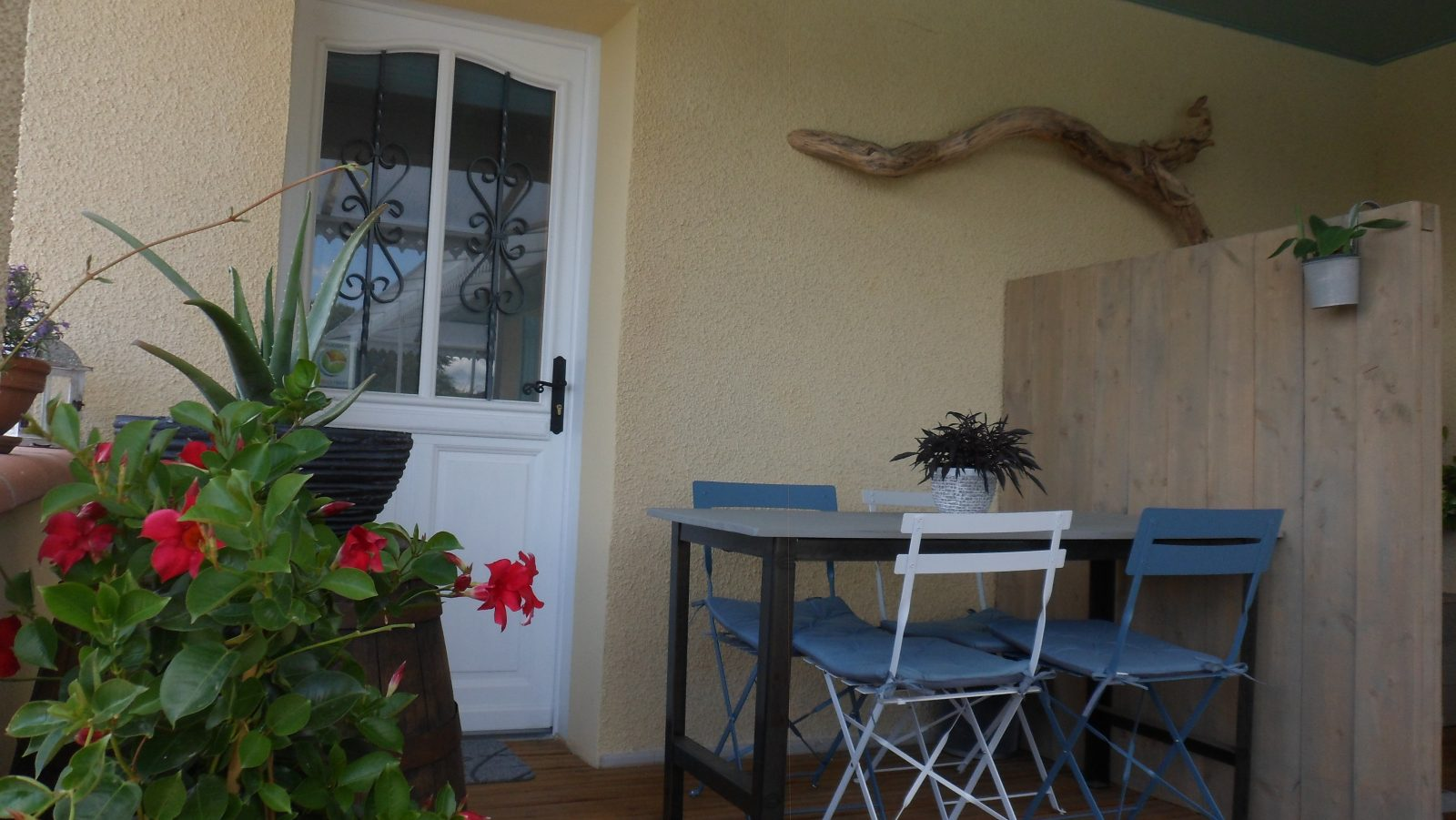 Les terrasses d'Aiguelèze ~ L'entrée indépendante