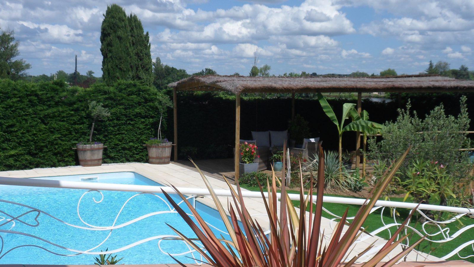 Les terrasses d'Aiguelèze ~ La piscine et sa paillote
