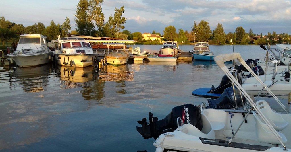Les terrasses d'Aiguelèze ~ Le port