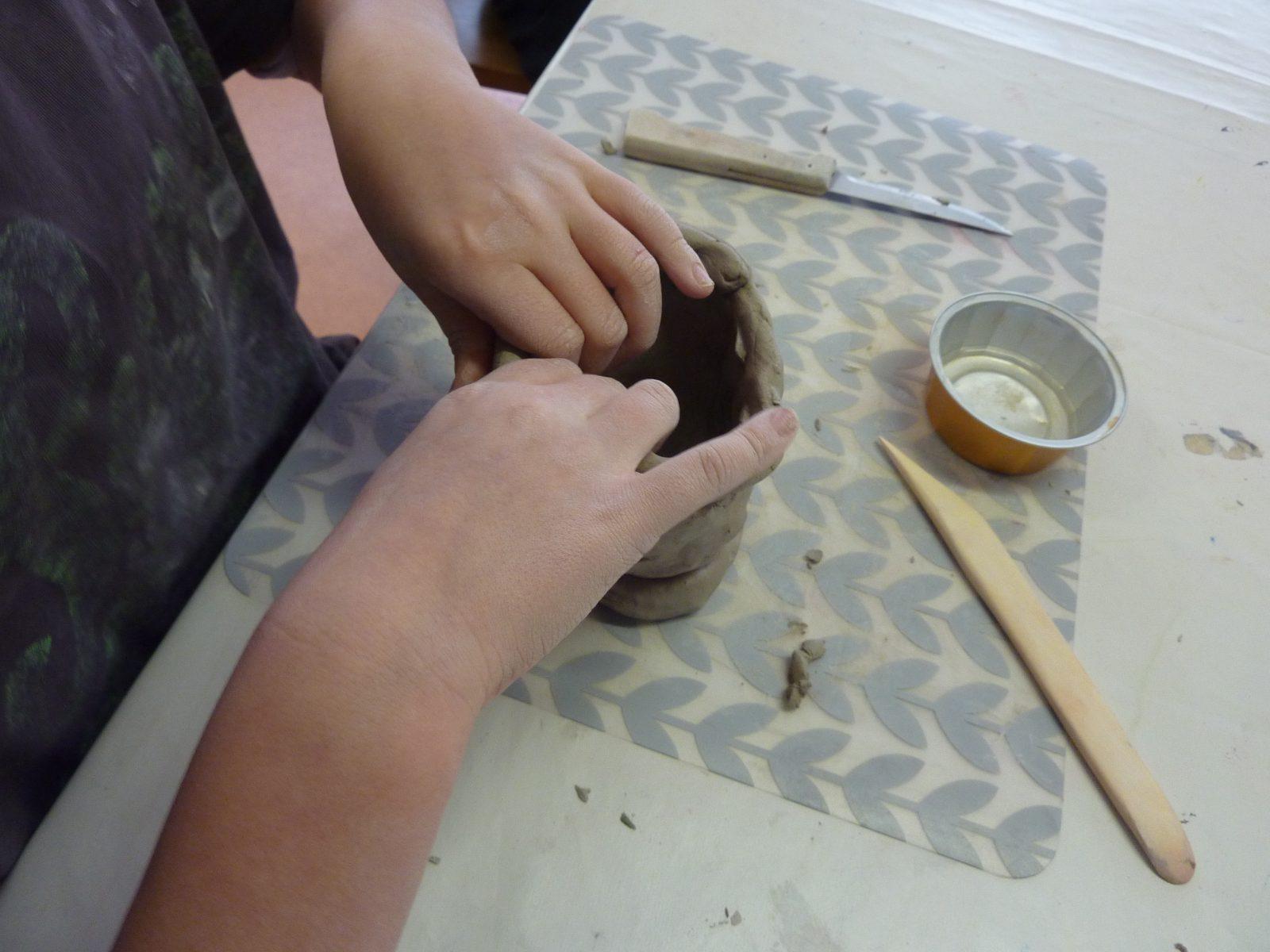 Mini stage (5-15 ans) : Poterie et peinture