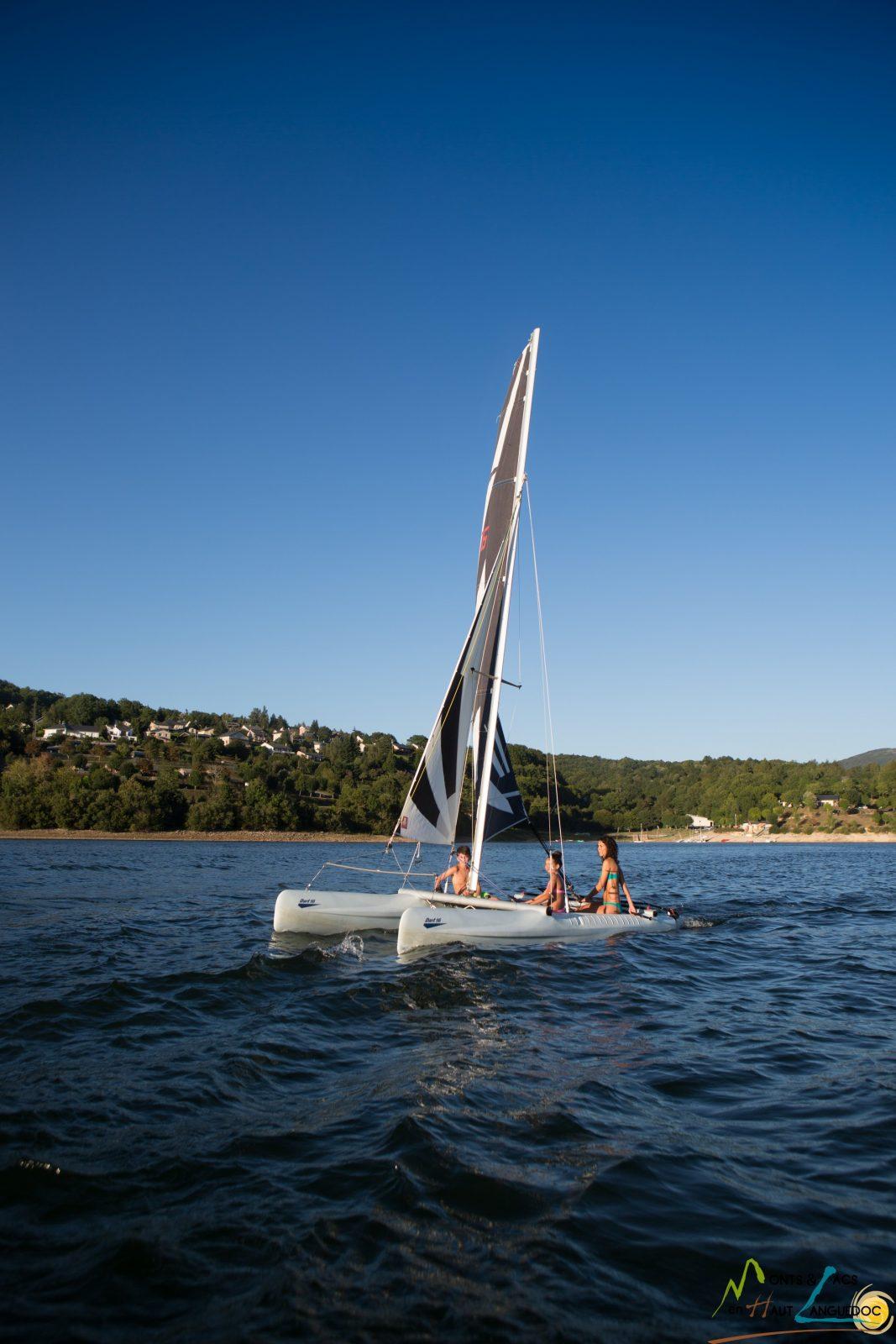 Base nautique du Haut-Languedoc «Cours/stages: Catamaran Dart 16»