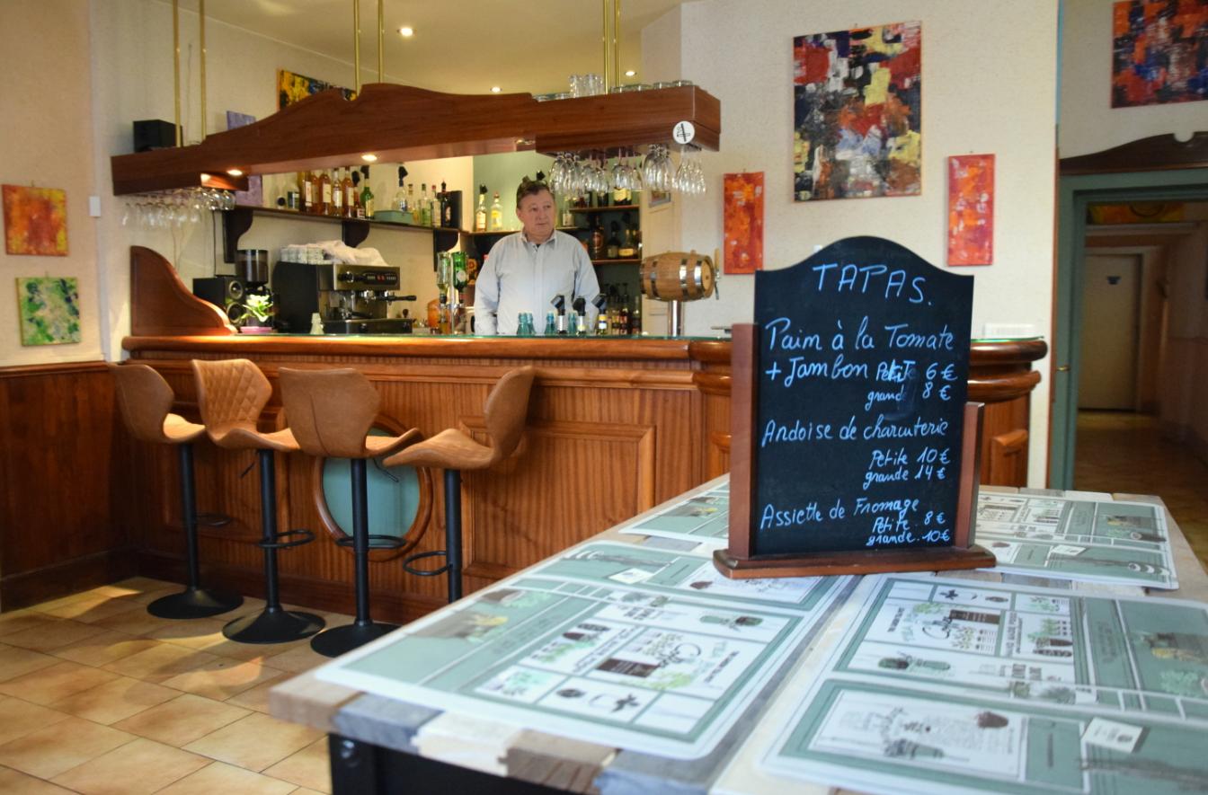 Bar du restaurant La Chaumière à Roquecourbe