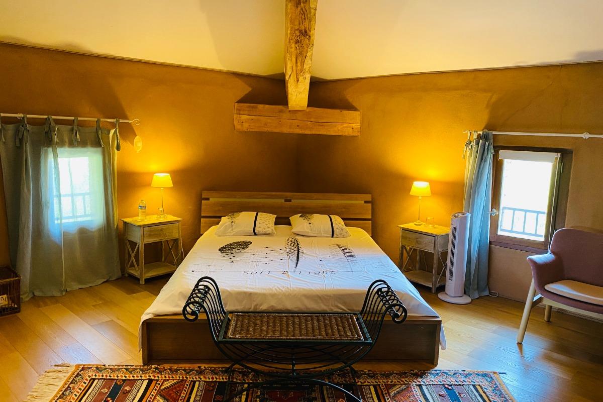 Chambres d'hôtes avec piscine dans un bois de chênes